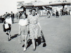 Ann and Mum on holiday at Great Yarmouth