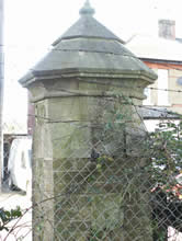 Gate pillar